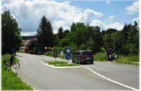 Verkehrsinsel vor der Ortseinfahrt Randegg
