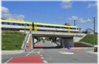 Die neue Eisenbahnbrücke mit sichern Rad- und Fußgängerwegen